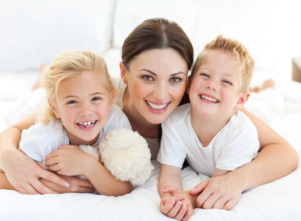 Imagini pentru kinder campania mama copil